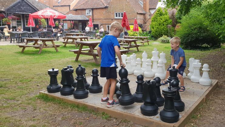 *REVIEW* Kids eat for £1 at The Kings Head in Little Marlow